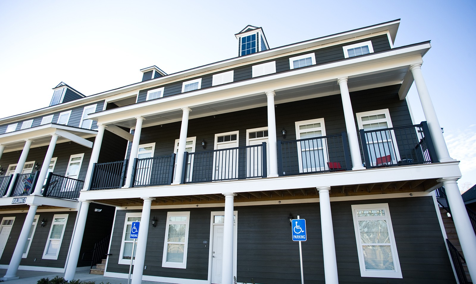 Student apartments cottage landing lafayette la for Executive house lafayette la